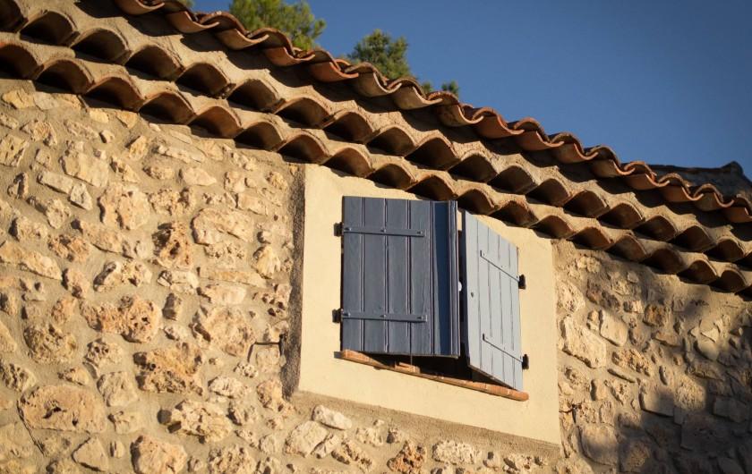 Location de vacances - Mas à Bagnols-en-Forêt - Vieille pierre ensoleillée