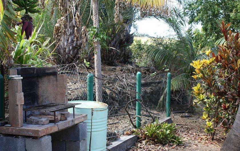 Location de vacances - Gîte à La Saline Les Hauts - le coin barbecue
