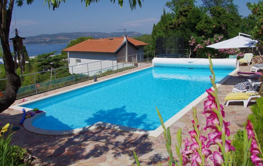 Location de vacances - Chambre d'hôtes à Sète - Piscine vue de la maison