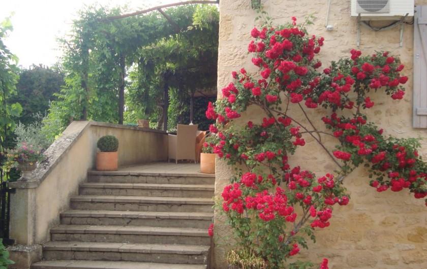 Location de vacances - Gîte à Sainte-Mondane - Escalier d'entrée