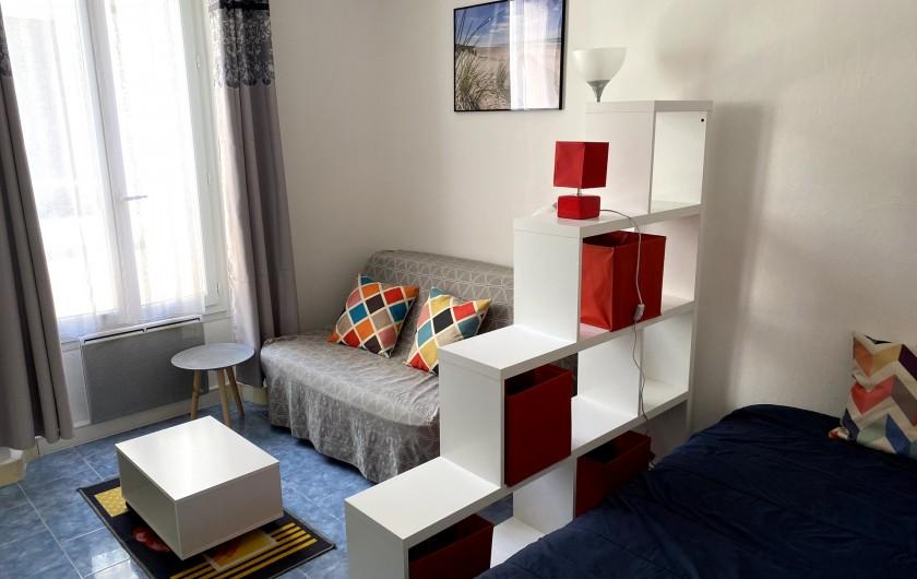Location de vacances - Appartement à Saint-Raphaël - salle a manger et salon
