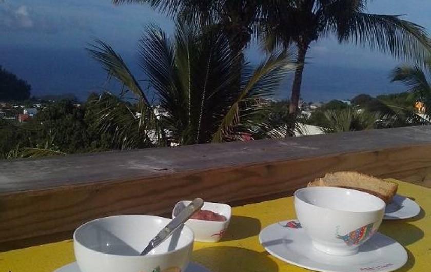 Location de vacances - Gîte à Petite Île - Petit dejeuner face à la mer !