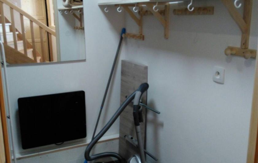 Location de vacances - Appartement à Le Corbier - Pièce rangement + lave linge - sèche linge.
