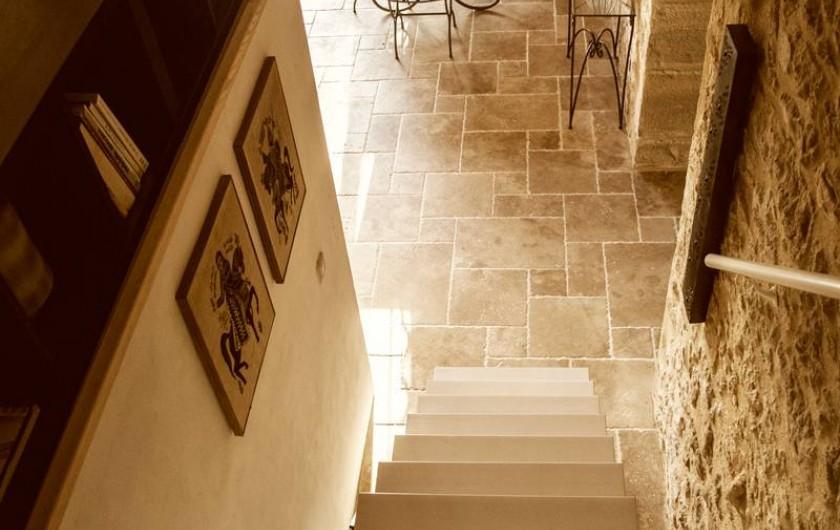 Location de vacances - Gîte à Saint-Rabier - L'escalier menant au 1er étage