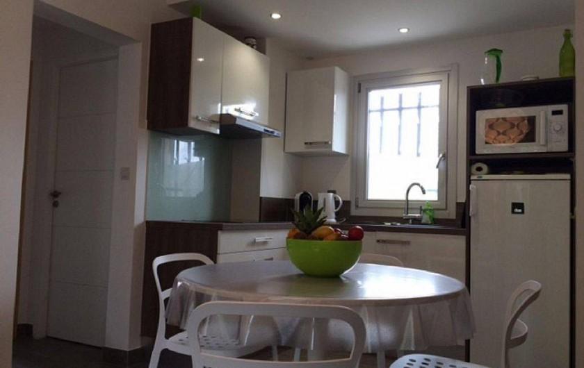 Location de vacances - Appartement à Six-Fours-les-Plages - Cuisine ouverte +lave vaisselle
