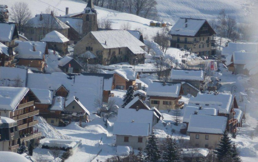 Location de vacances - Appartement à Saint-Sorlin-d'Arves - village de ST Sorlin sous la neige. Eglise de saint Saturnin