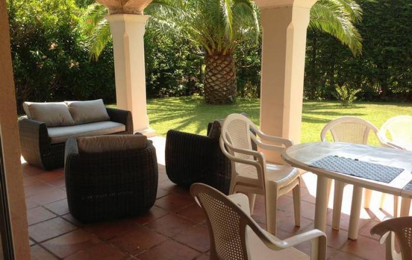 Location de vacances - Villa à Saint-Aygulf - Terrasse couverte