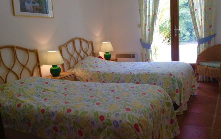 Location de vacances - Villa à Saint-Aygulf - Chambre 2 rez donnant sur piscine
