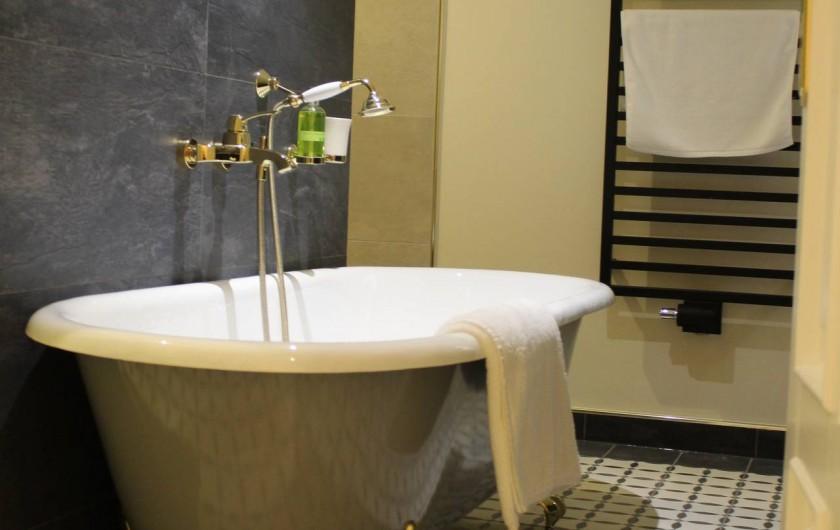 Location de vacances - Appartement à Bad Ems - Salle de bain avec baignoire en fonte