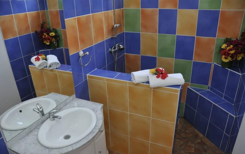 Location de vacances - Villa à Sainte-Anne - SALLE DE BAIN FOUFOU