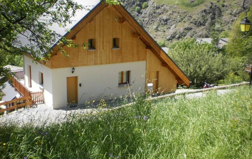 Location de vacances - Chalet à Mizoën - le chalet en été  côté entrée