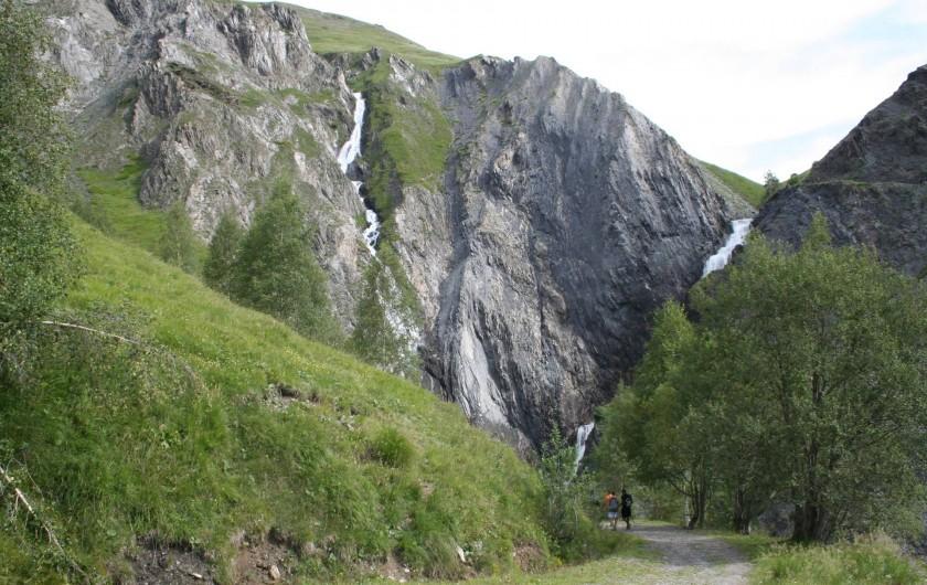 Location de vacances - Chalet à Mizoën - chemin de randonnée