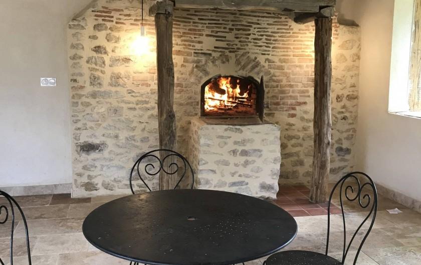 Location de vacances - Maison - Villa à Payrac - Le vieux four de la ferme  (vue du fournil)