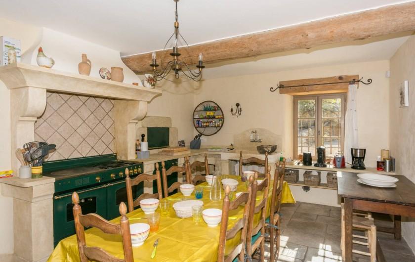 Location de vacances - Mas à Foissac - cuisine avec frigo américain, table de cuisson rosières et 1er lave vaisselle