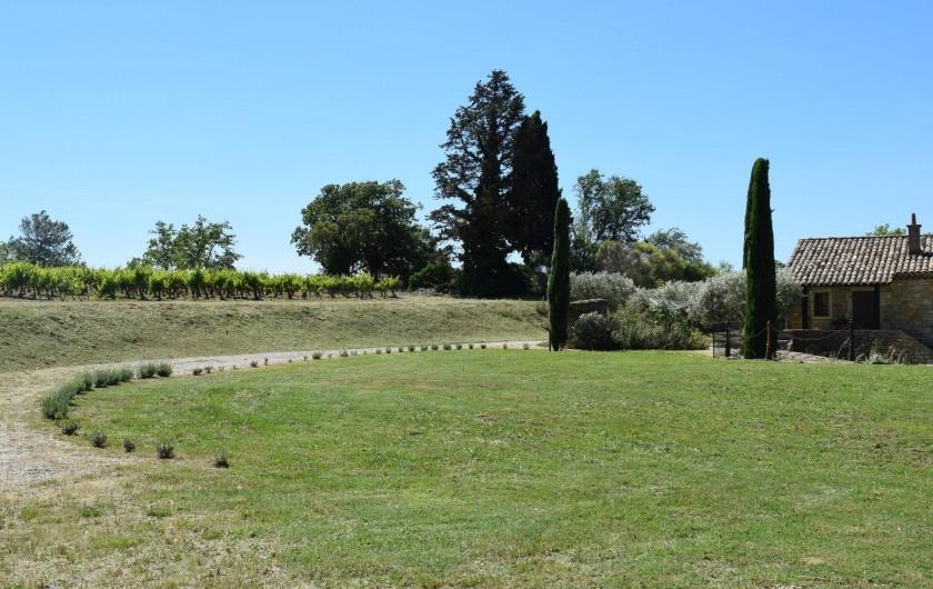 Location de vacances - Mas à Foissac - vue du jardin