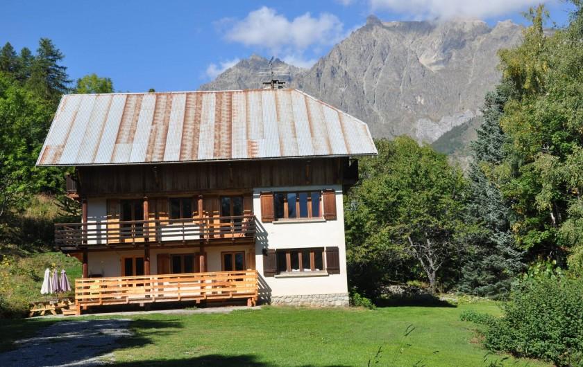 Location de vacances - Chalet à Puy-Saint-Vincent - vue sur les écrins