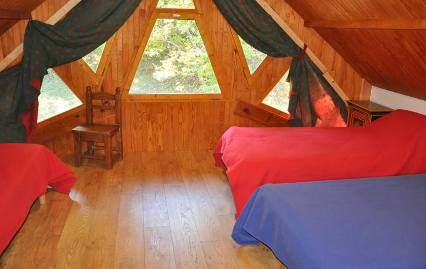 Location de vacances - Chalet à Puy-Saint-Vincent - la chambre de 3 lits au 3iem étage,baignoire wc