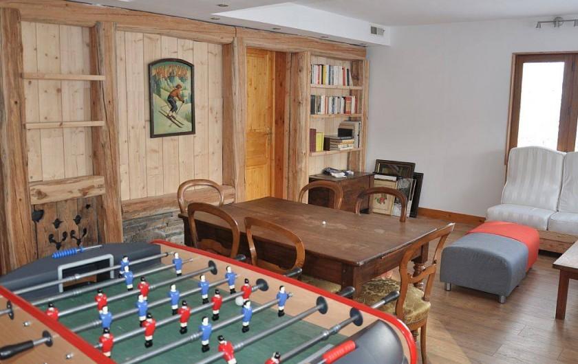 Location de vacances - Chalet à Puy-Saint-Vincent - la salle de détente au rez de chaussée