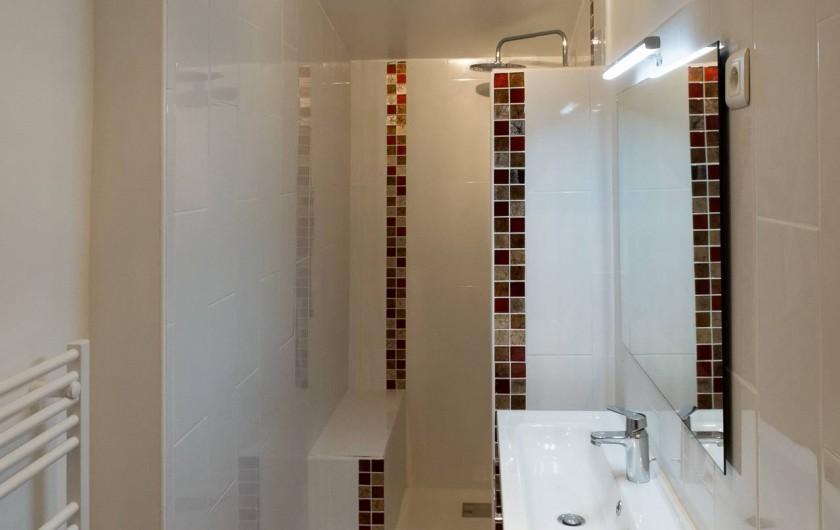 Location de vacances - Gîte à Beaumes-de-Venise - Salle d'eau avec douche à l'italienne