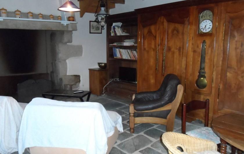 Location de vacances - Chambre d'hôtes à Plouguiel - sallon 35m2 avec bibliothèque