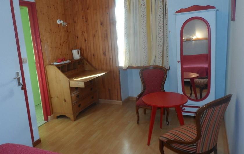 Location de vacances - Chambre d'hôtes à Plouguiel - Macareux  1 lit double séparable en 2 lits simples, salle d'eau et wc