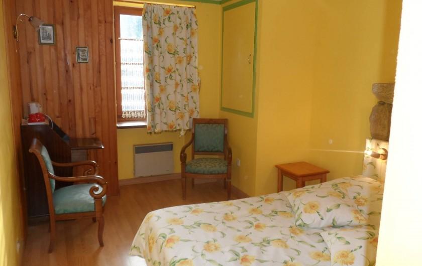 Location de vacances - Chambre d'hôtes à Plouguiel - Goelands: 1 lit double séparable en 2 lits simples, salle d'eau et wc