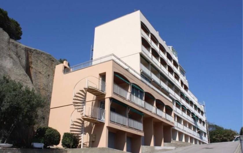 Location de vacances - Appartement à Banyuls-sur-Mer - Immeuble Appartement sur la gauche .Etage 2 en partant du haut