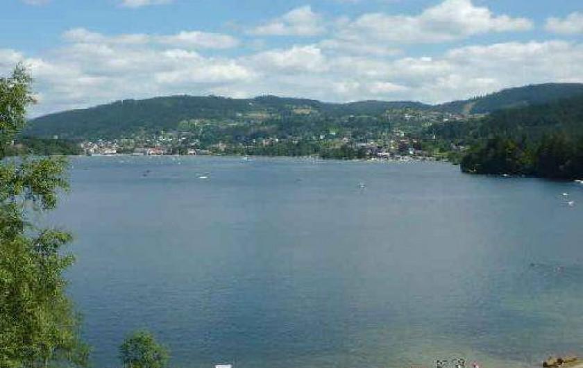 Location de vacances - Appartement à Gérardmer - vue sur le lac à 100m de l'appartement