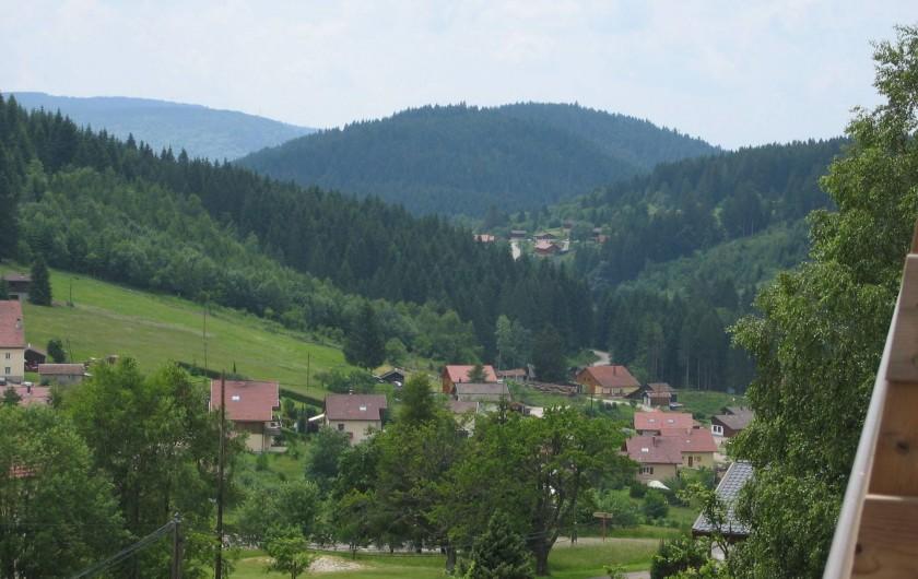 Location de vacances - Appartement à Gérardmer - vue depuis le balcon