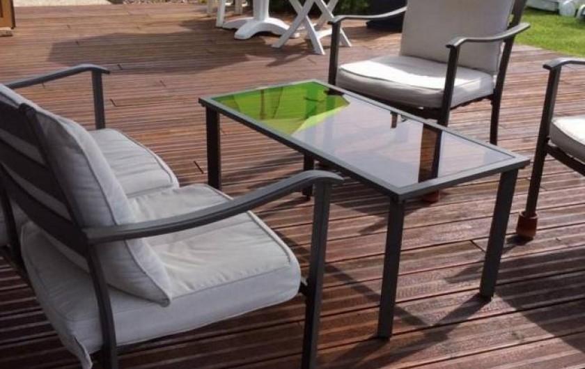 Location de vacances - Gîte à Sept-Frères - le salon en terrasse