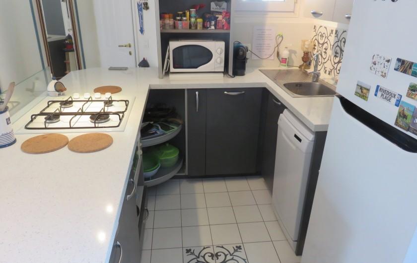 Location de vacances - Villa à Rivedoux-Plage - Un grand parking devant l'entrée de la maison.
