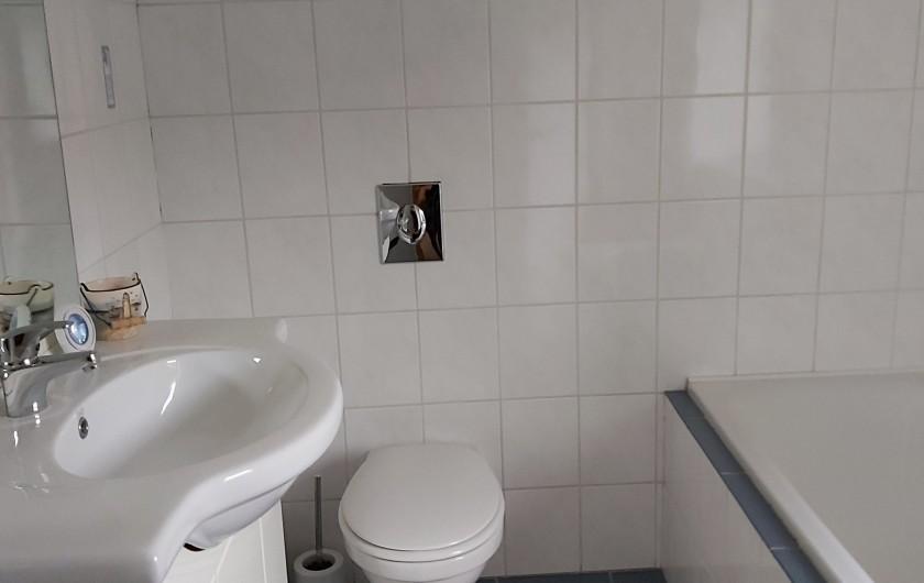 """Location de vacances - Gîte à Haut-Fays - Gîte """"La Chevauchée"""" (5 p.) terrasse équipée d'un BBQ"""
