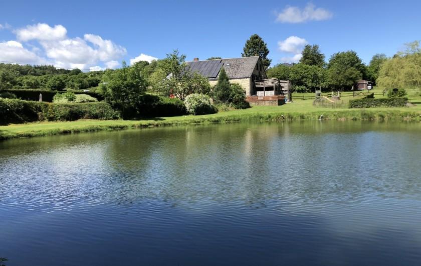 Location de vacances - Gîte à Haut-Fays - Domaine vu de l'étang  de pèche