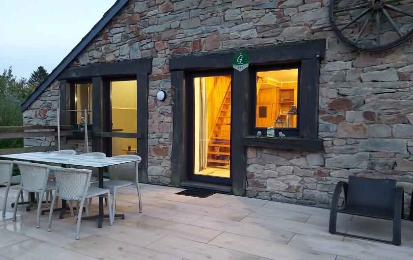 """Location de vacances - Gîte à Haut-Fays - Gîte """"La Maison""""  salon avec insert à bois et TV grand écran plat"""