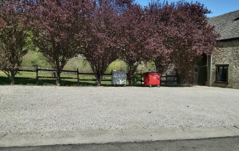 Location de vacances - Gîte à Haut-Fays - Vaste parking privé