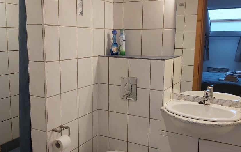 """Location de vacances - Gîte à Haut-Fays - Gîte """"La Chevauchée"""" cuisine et espace repas"""