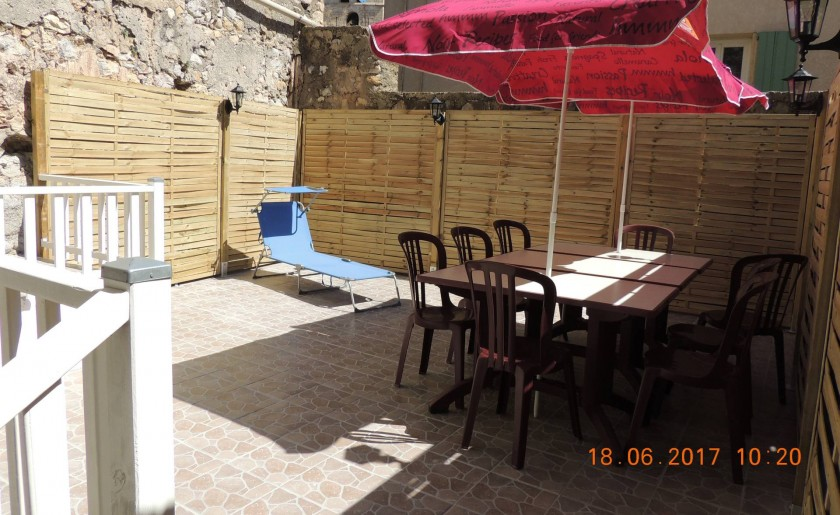 La terrasse  de plus de 25 m2