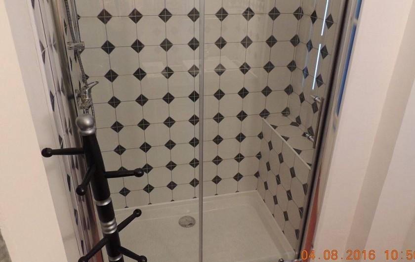 Location de vacances - Maison - Villa à La Palme - Salle d'eau à l'étage, coté douche.