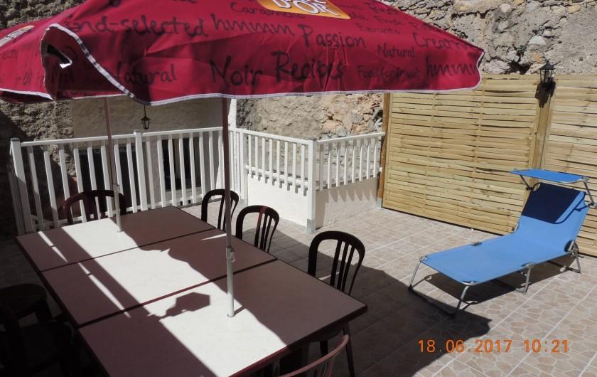 Location de vacances - Maison - Villa à La Palme - La terrasse: le salon de jardin, le bain de soleil...