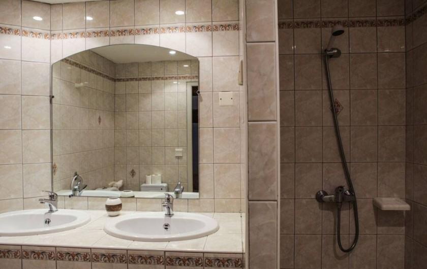 Location de vacances - Gîte à Villarzel-du-Razès - VILLA - salle de bain