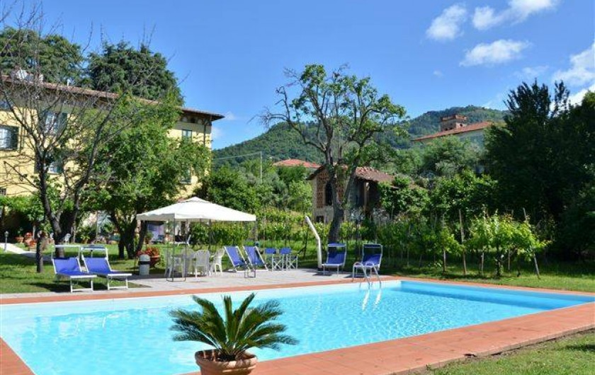 Location de vacances - Appartement à Lucques - Piscine dans le jardin