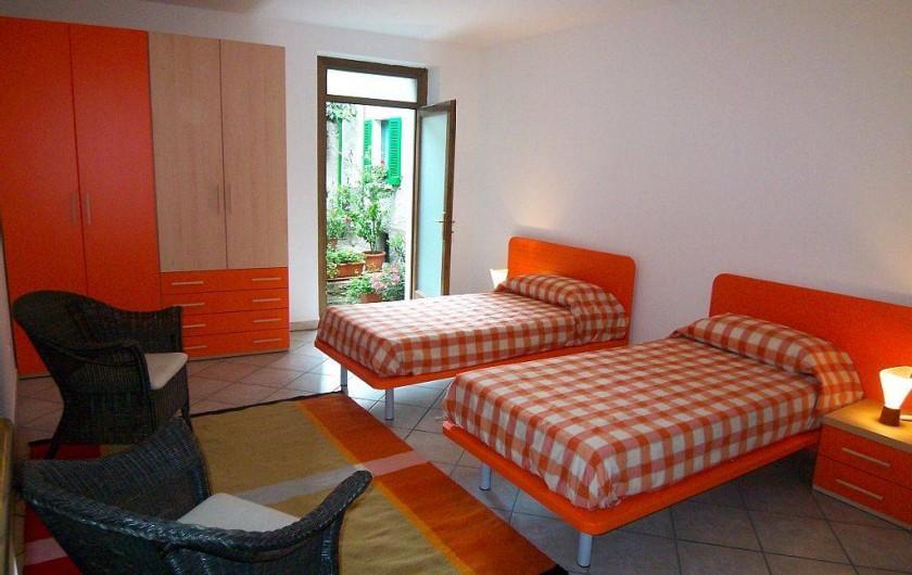 Location de vacances - Maison - Villa à Cremia - Chambre 2  Les deux lits simples peuvent être réunis pour former un lit double