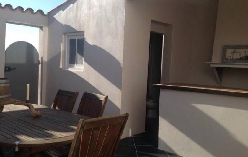 Location de vacances - Maison - Villa à Gruissan - patio avec bar/plancha