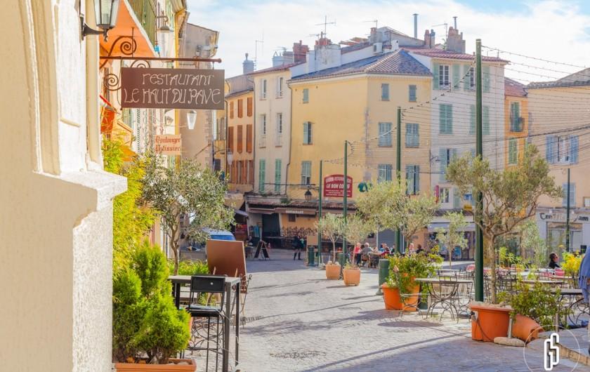 Location de vacances - Studio à Hyères - Hyères vieille ville Copyright Sarah Graziani1949 Hyères-Tourisme