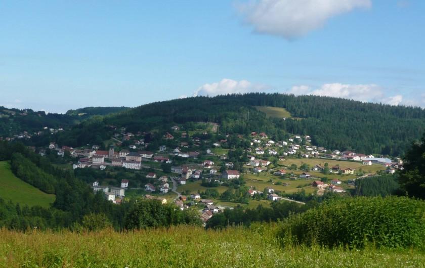 Location de vacances - Chalet à Le Tholy - Vue sur le village