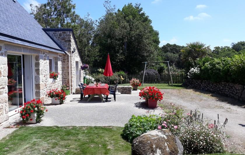 Location de vacances - Gîte à Brélès - La  maison dans son environnement.