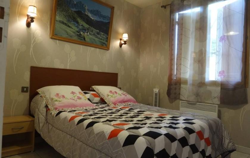 Location de vacances - Gîte à Auriac-du-Périgord - Lit 140/190 chambre de droite