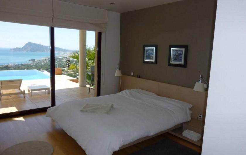 Location de vacances - Villa à Altea - chambre principale avec accès direct sur la terrasse