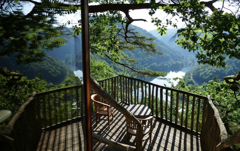 """Location de vacances - Chambre d'hôtes à Saint-Martial-Entraygues - Terrasse  de la cabane """"Pin en Vert"""""""