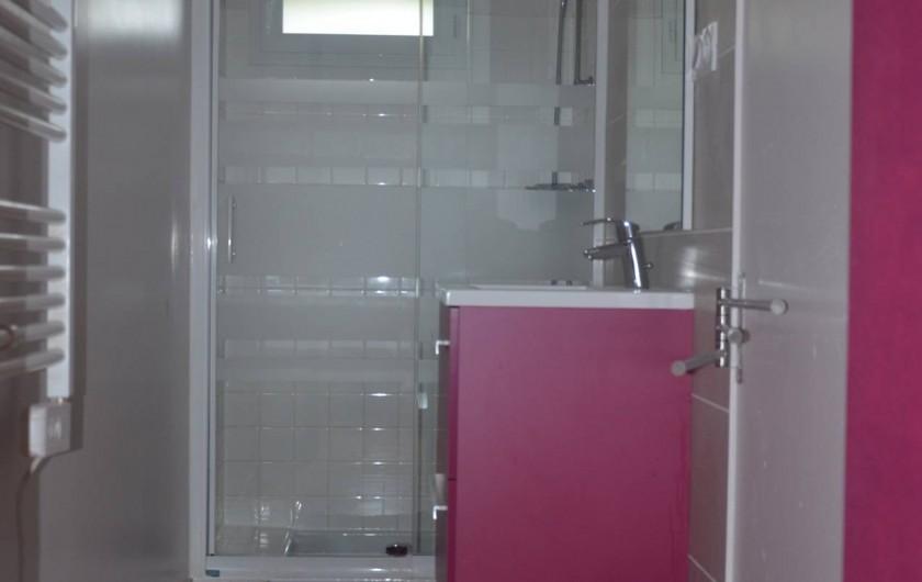 Location de vacances - Gîte à Saint-Romain-sur-Cher - 2éme pièce avec douche et lavabo